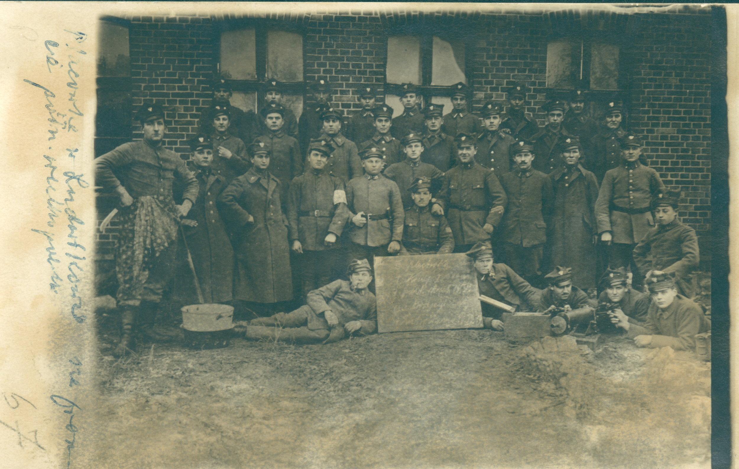 FH 15 Placówka w Ludwikowie 1. Kompania - zdjęcie zbiorowe. 1919 r..JPG