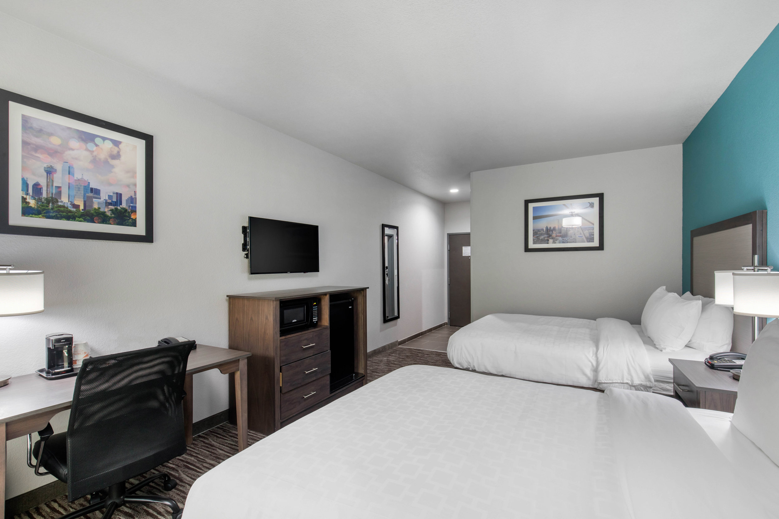 Clarion Inn & Suites by Choice Hotels DFW North   Irving, TX