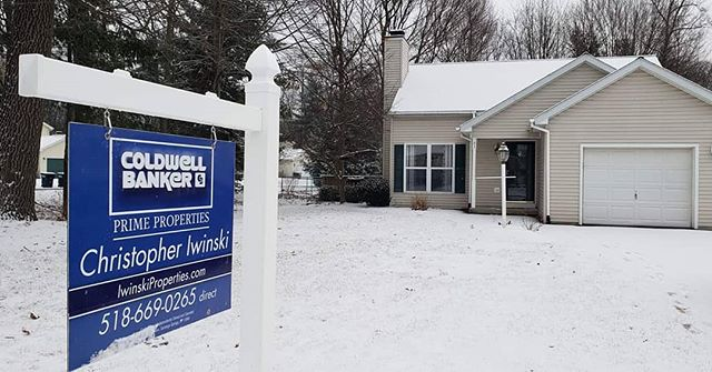 Super excited to be helping Chris Iwinski with Coldwell Banker! Glad to be seeing some blue ;) Checkout his new listing in Ballston Spa: https://www.zillow.com/homedetails/53-Skylark-Dr-Ballston-Spa-NY-12020/32443889_zpid/?fullpage=true . . www.signpostinstalling.com #signpostinstalling #spi #albany #albanyny #albanyrealestate #realestate #realtor #realtors #forsale #forsalesign #homes #signpost #forsalesigns #forsalesign #forsalesignposts #service #albanyrealtor #realestateagent #NYrealtor #capitalregion #newyorkrealestate #upstateny #listingagent