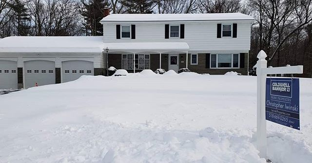 Call Chris Iwinski with Coldwell Banker for more info on this great Clifton Park home: https://www.zillow.com/homedetails/36-Hemlock-Dr-Clifton-Park-NY-12065/32419831_zpid/?fullpage=true . . www.signpostinstalling.com #signpostinstalling #spi #albany #albanyny #albanyrealestate #realestate #realtor #realtors #forsale #forsalesign #homes #signpost #forsalesigns #signsmatter #forsalesign #forsalesignposts #service #albanyrealtor #realestateagent #NYrealtor #capitalregion #newyorkrealestate #upstateny #listingagent