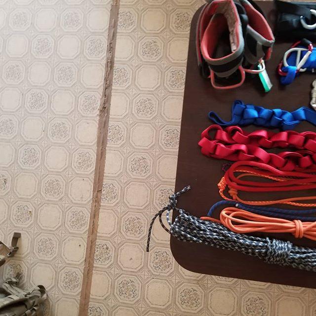 Swipe right!!!!! . . . . #climbing #gearhaul #gearhead #rockclimbing #techrescue #firefighter #outdoors #choosemountains #petzl #roperescue #mountains #explore #wonder #beprepared #keepcalmsavelives #epic #igdaily