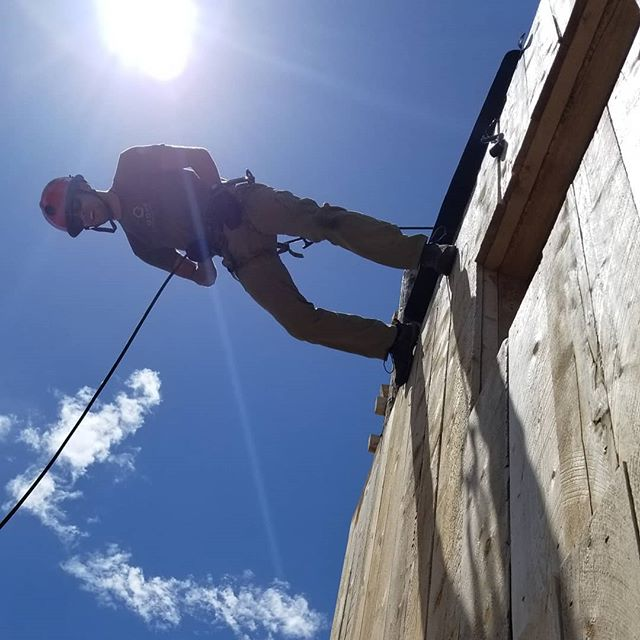 AUSSIE!!! AUSSIE!!! AUSSIE!!! Is this really how you do it down under? @tacmedaustralia  #rappelling #ropes #selfrescue #badass #epic #igdaily #training #tactical #ems #techrescue #invert #medic #firefighter #tacticool #wyoming #desert #wilderness #roperescue #techrescue