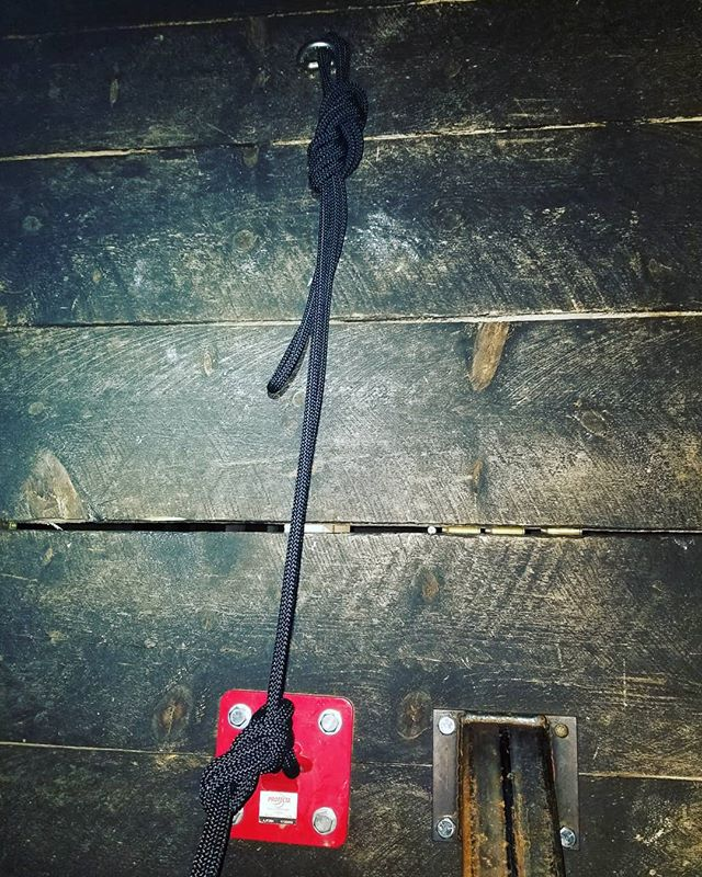 1) Name the knots.  2) Why use this configuration? #rappelling #training #newthings . . . #petzl #blackdiamond #igdaily #ropes #climbing #firefighter #techrescue #ems #knots #knowledgebomb #cantstopwontstop #rockclimbing #rappelmaster #stilllearning #popquiz #school #getit #dreamitmakeit #goals