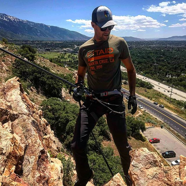 Powerpose!!! Good day of easy rapping yesterday and checking out some new spots!! #rappelling #ropes #rockclimbing #ropeaccess #tacmed #rescue13 #ditchluckbeprepared #army #soldier #SAR #training #photooftheday #ems #leo #firefighter