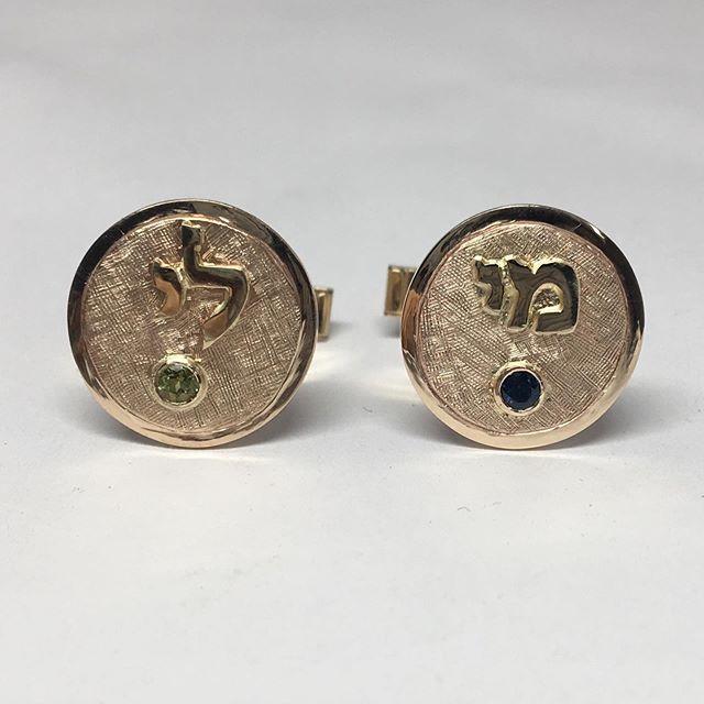 14 karat yellow gold cuff links set with a peridot and a sapphire.  #handmadejewelry #14karat #cufflinks #goldsmith #customjewelrydesign