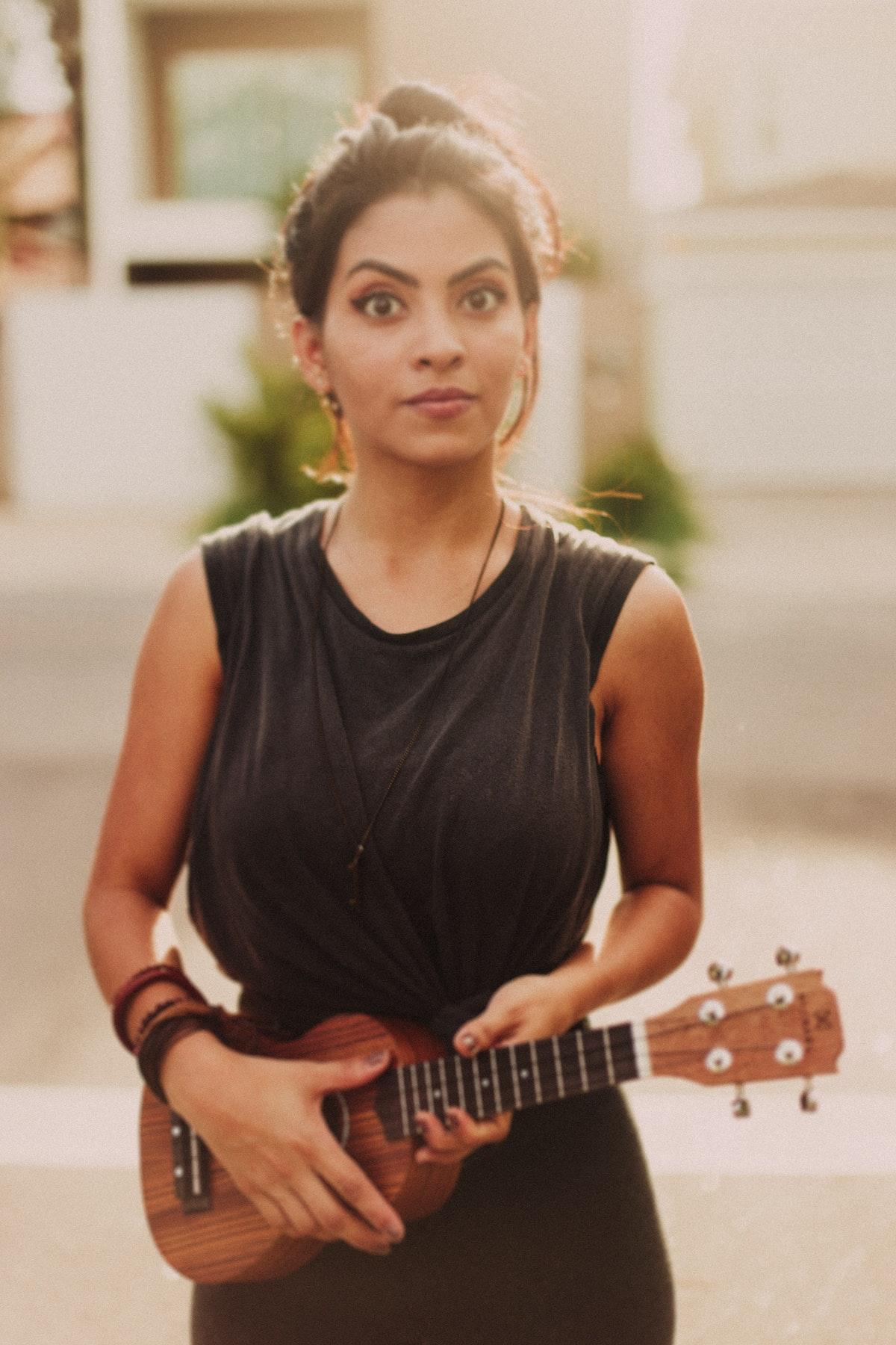 acoustic-guitar-adult-brazil-1045558.jpg