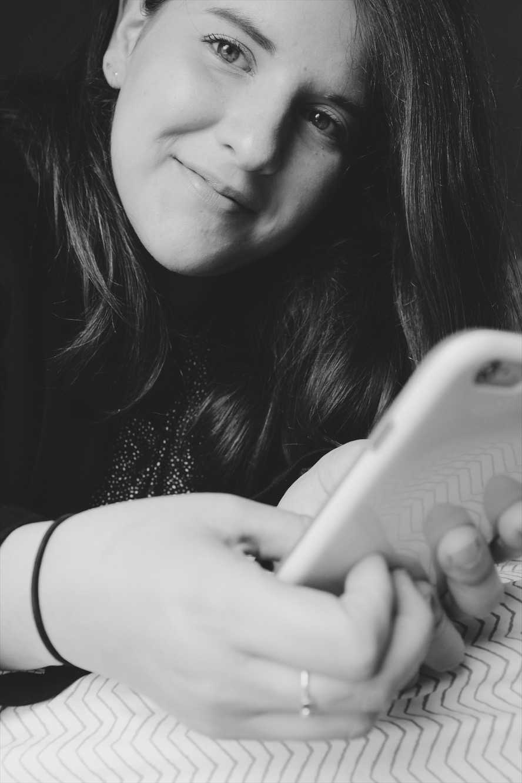 MELISSA PINEL   Melissa se enamoró de los podcast con la primera temporada de  Serial . Desde entonces se han vuelto el remedio ideal para el tráfico de Panamá. Fue periodista por 9 años en el diario La Prensa, donde escribió y editó de todo un poco: desde cultura y arte hasta gastronomía y política. Durante su tiempo allí creó 2 proyectos que incorporaron audio:  Suena Panamá  y  Versos Mestizos . Estudió una maestría en Reportaje Literario en New York University donde tuvo la oportunidad de realizar sus primeras historias de radio. Es miembro del colectivo de periodistas Concolón.   @mpinel