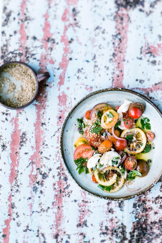 Tomatensalat mit Zitrone und Ziegenkäse