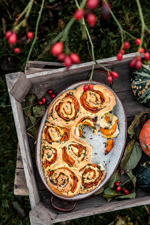 Knusprige Kürbisschnecken in einer Auflaufform