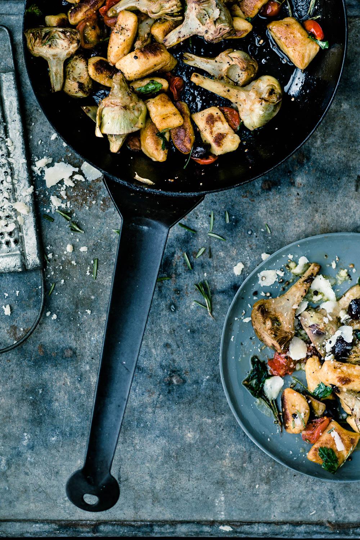 Gnocchi mit gebratenen Artischocken, Tomaten und Oliven - veggielicious | gemüse. fotos. rezepte.