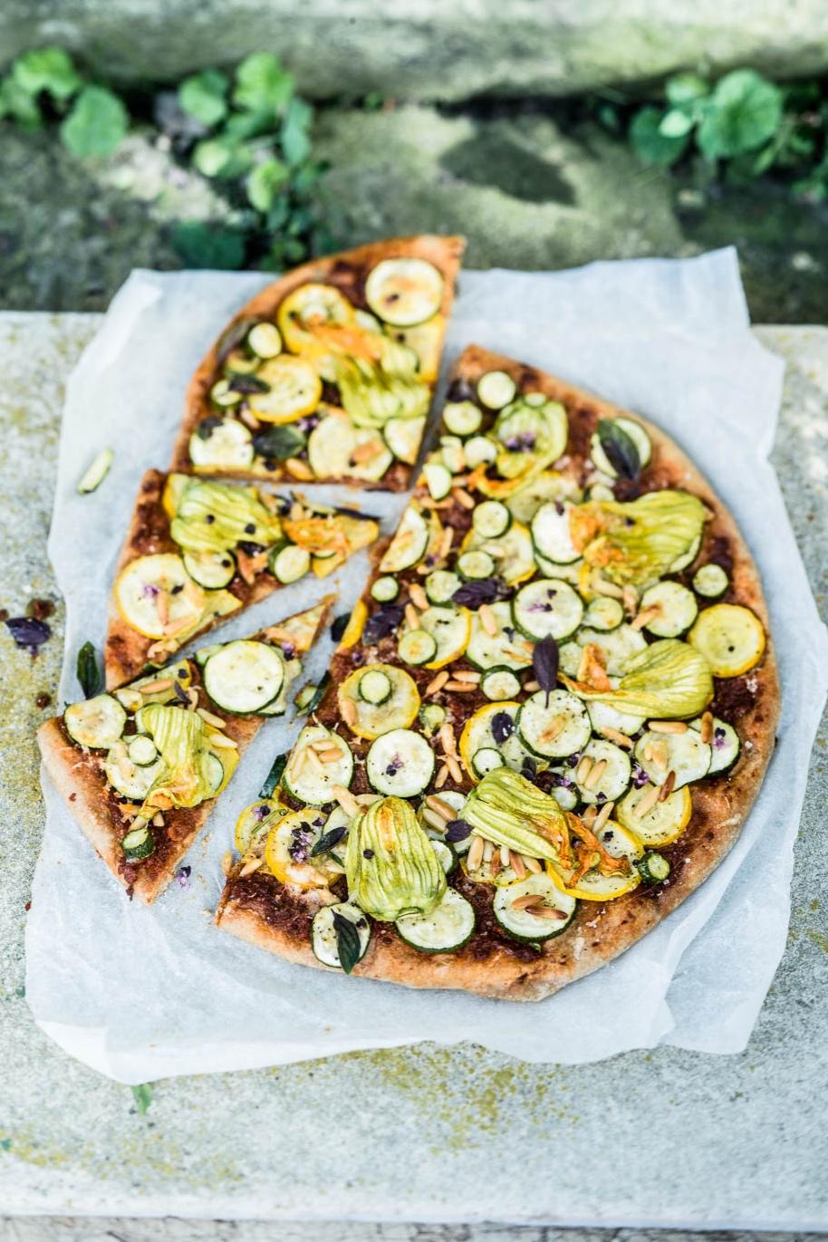 Zucchiniblüten-Pizza - veggielicious | gemüse. fotos. rezepte.