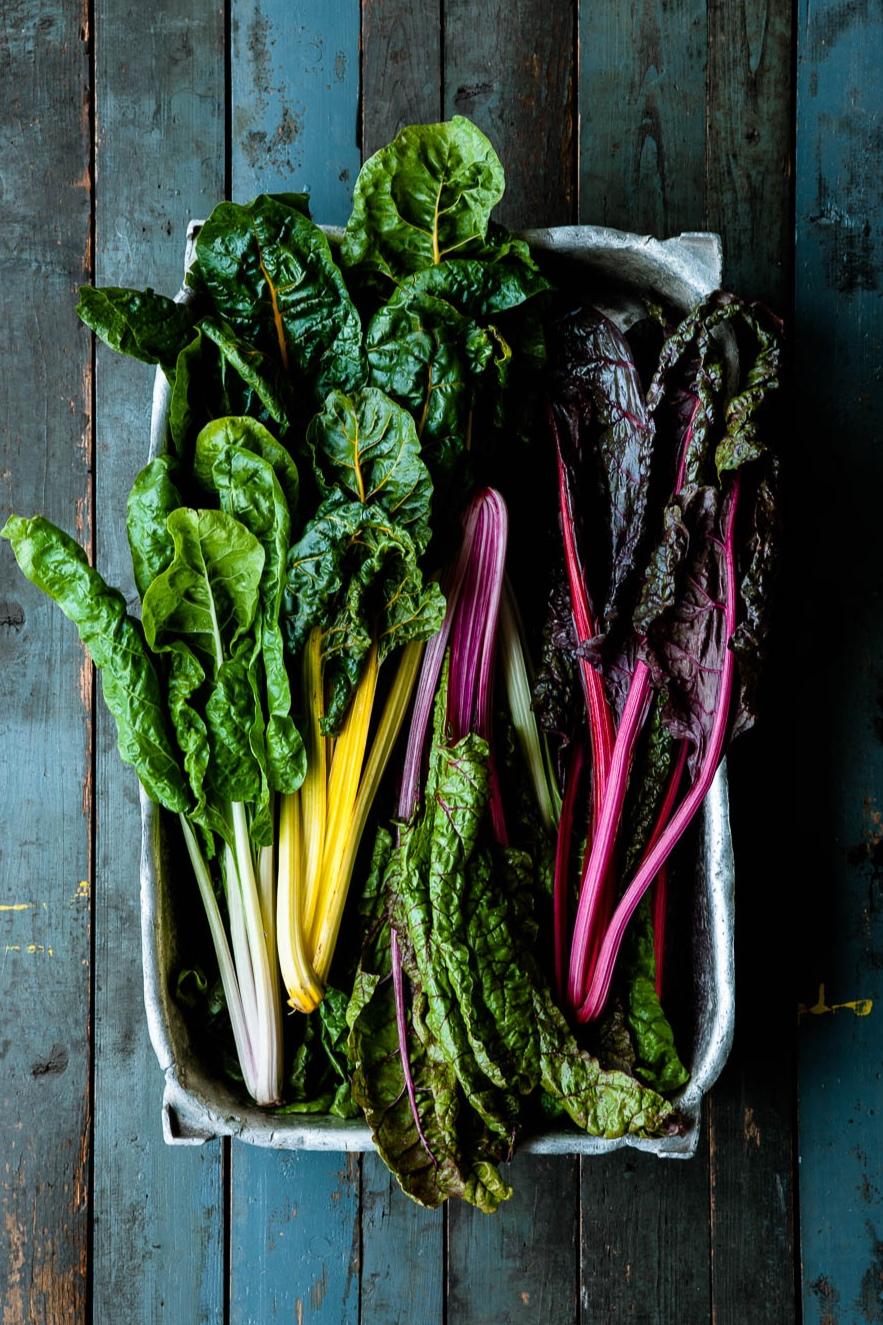 Egal, ob rosa, gelb, grün oder weiß, wir finden: Mangold schmeckt ganz wunderbar! - veggielicious | gemüse. fotos. rezepte.