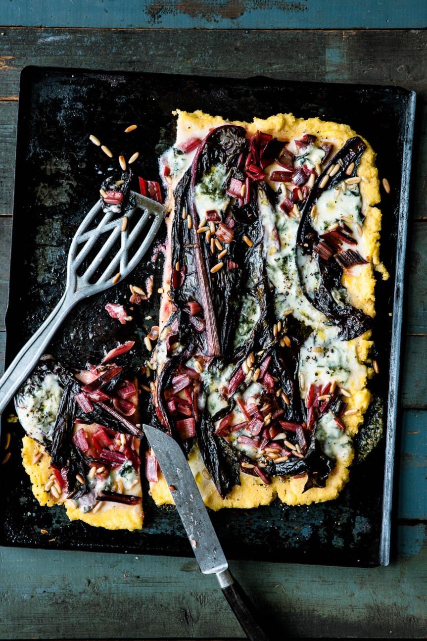 Polentapizza mit Mangold und Gorgonzola - veggielicious | gemüse. fotos. rezepte.