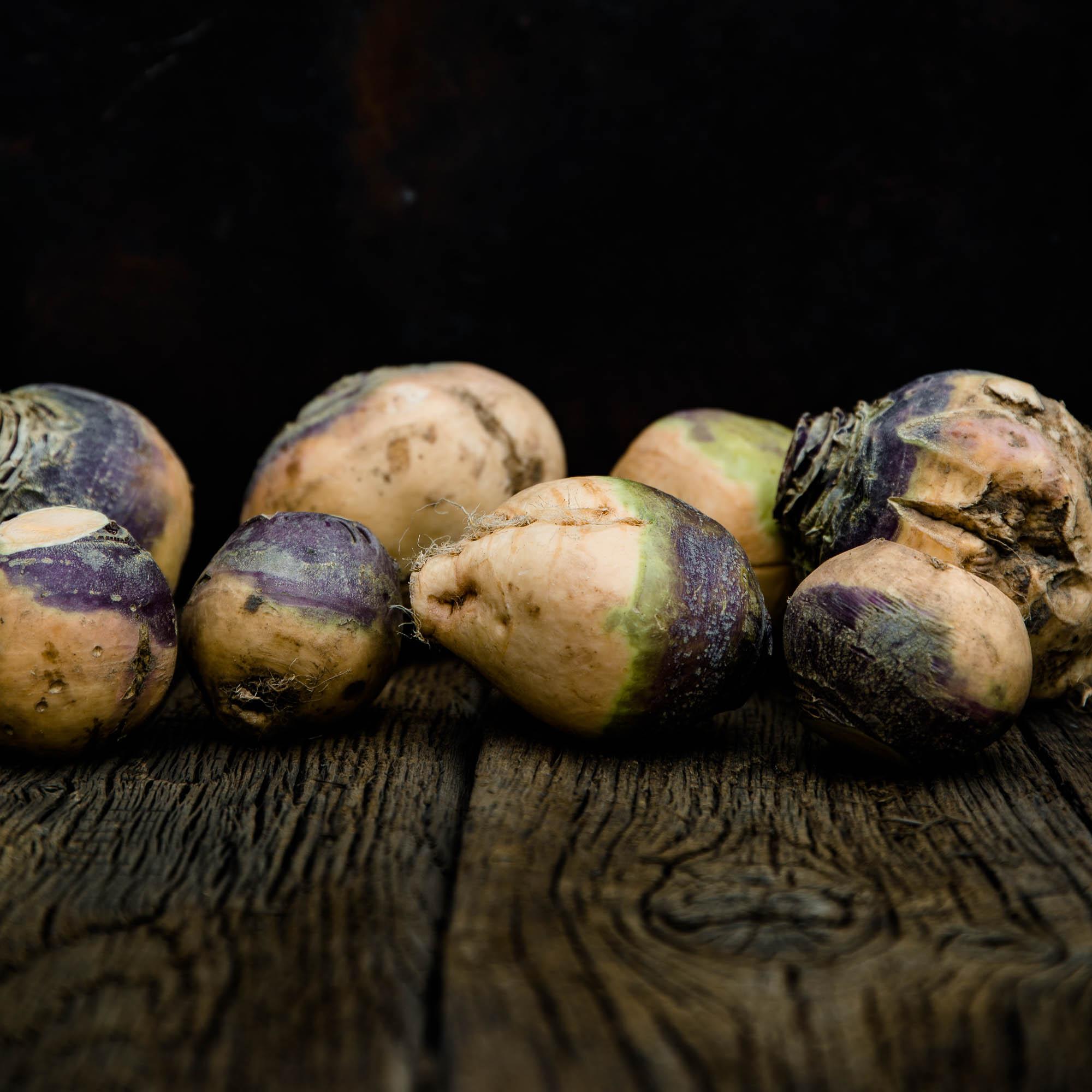 Bei diesem tollen, farbigen Mangold mussten wir einfach spontan zur Kamera greifen. - veggielicious   gemüse. fotos. rezepte.