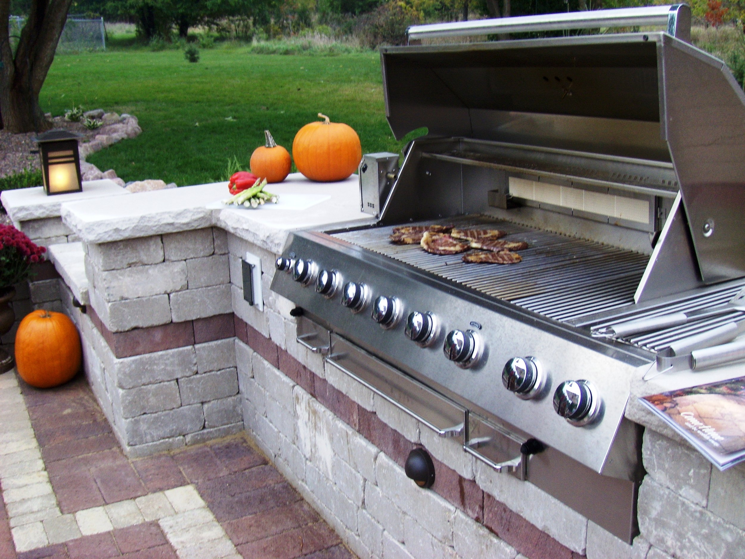 Madison WI brick pavers and outdoor kitchen