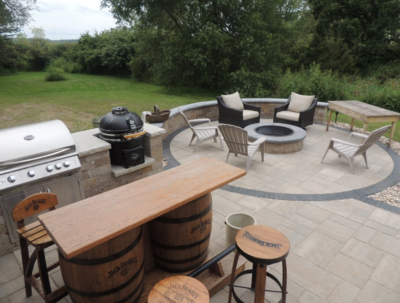 How to Include an Outdoor Bar in Your Middleton, WI, Landscape Design