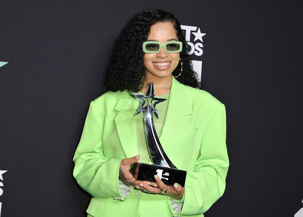 ella-mai-bet-awards.jpg