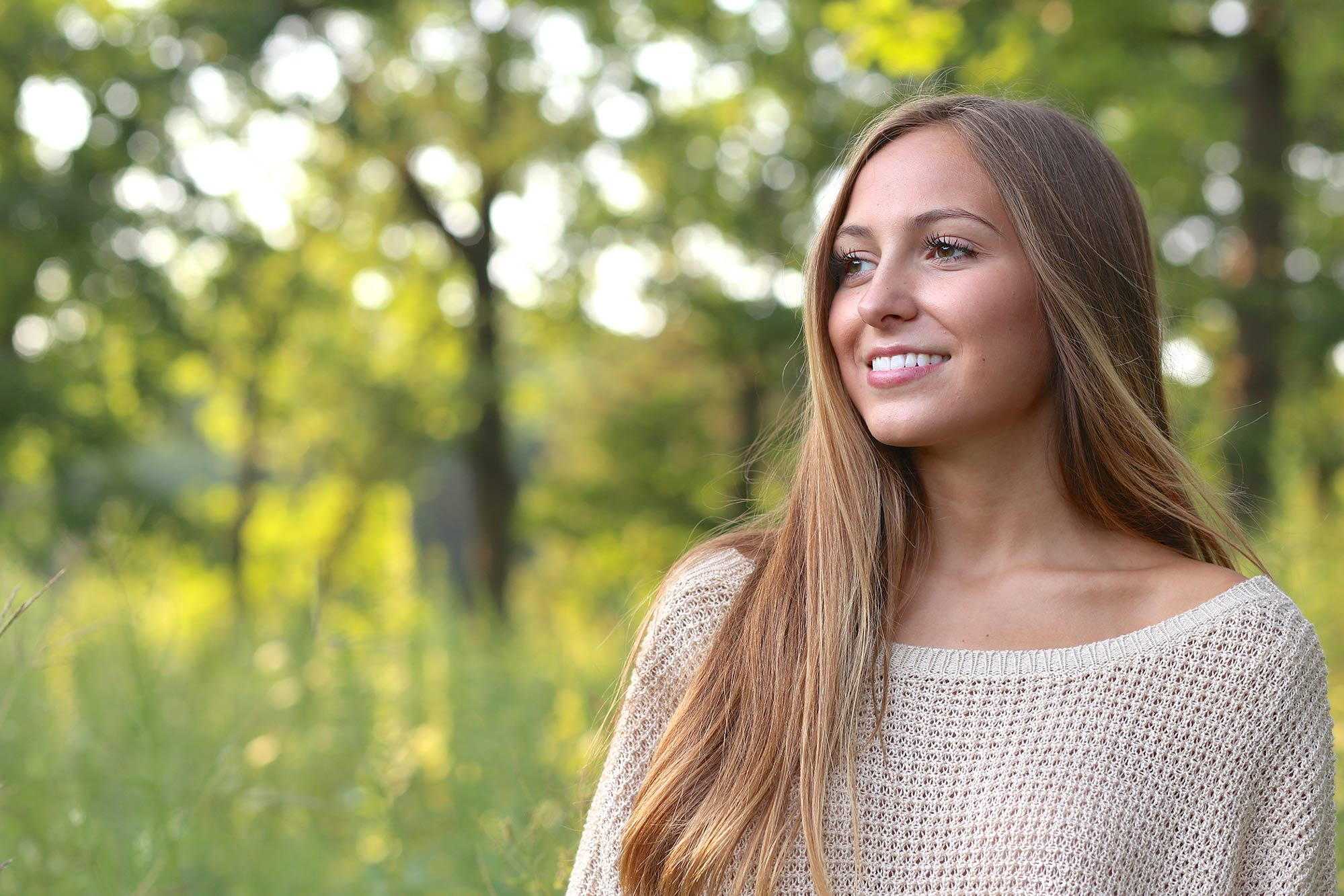 Senior Photo of Girl in a Field  |  LaPanta Photography  |  Graduating Senior Portraits in Shoreview, Minnesota