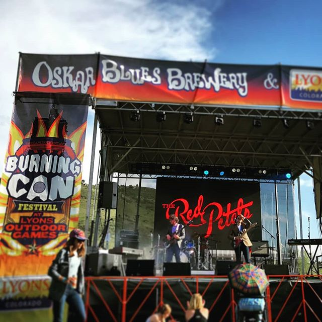Thanks so much to @oskarbluesburningcan for having us this past weekend! What a great way to kick off the summer . . . #theredpetalsband #theredpetals #burningcan #beerfestival #wildermiss #moontaxi #oskarblues #summerblues #lyons #outdoorgames