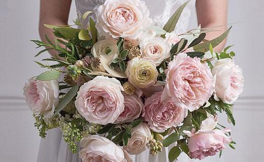 Garden Rose Bouquet via/ www.davidaustinroses.com