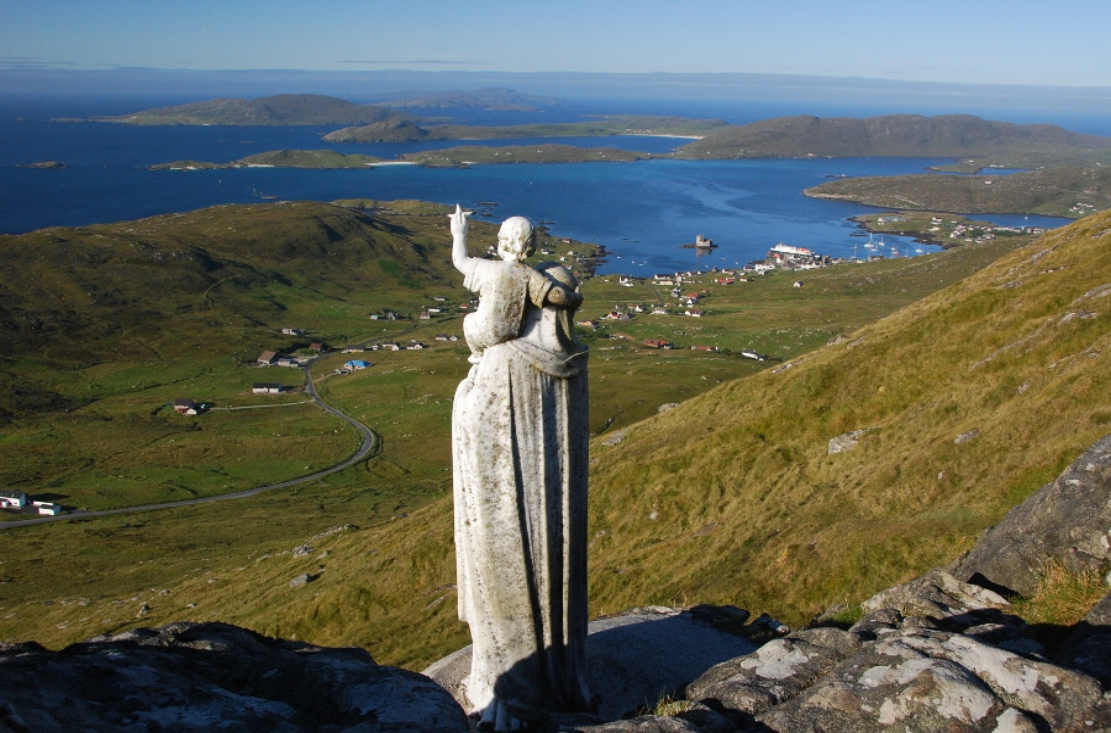 Length of the Isles Tour   This once in a lifetime tour incorporates the very best the length and breadth of the Outer Hebrides has to offer. Including the Isles of Lewis, Harris, North Uist, Benbecula, South Uist, Eriskay and Barra, it's got it all!