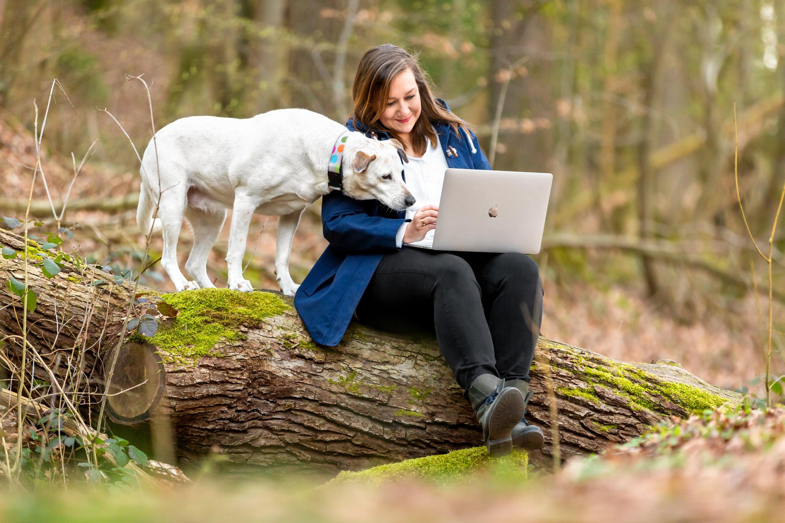 Stephanie Stratton, freie Texterin von Wordabout. Ich schreibe lebendige Texte für deine Online- und Printmedien, Email-Marketing und Newsletter, Werbebriefe, Landingpages, Verkaufstexte, Produktbeschreibungen, Kategorietexte und Blogartikel.