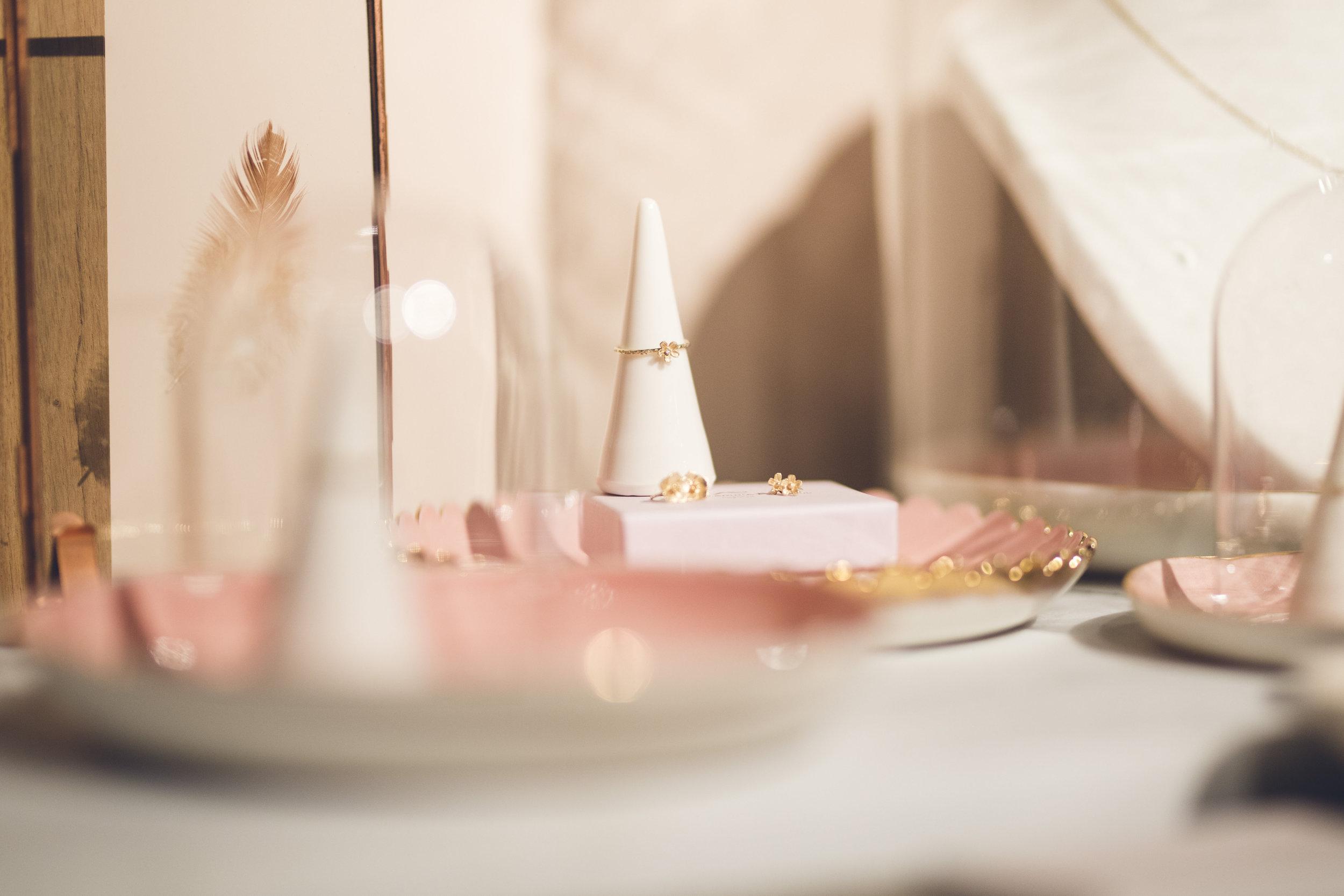 Goudsmid met passie - Gouden juwelen gecreëerd in eigen atelier. Simple comme Bonjour … als in ongecompliceerd, zuiver, duurzaam, natuurlijk, en met een vanzelfsprekende passie voor het ambacht.MEER LEZEN ?