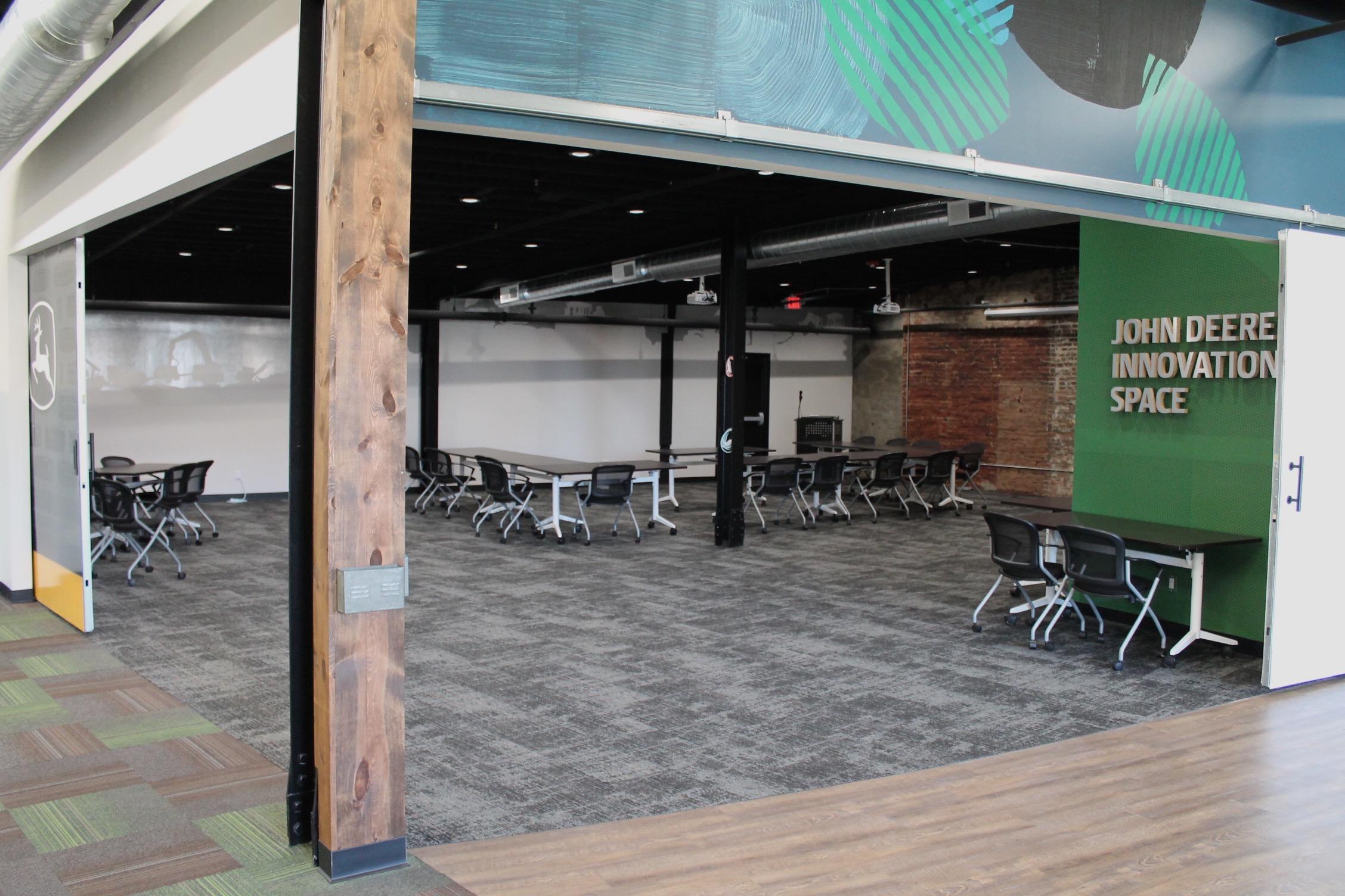 Innovation Lab - JDIR, JDIS empty room, better photo.JPG