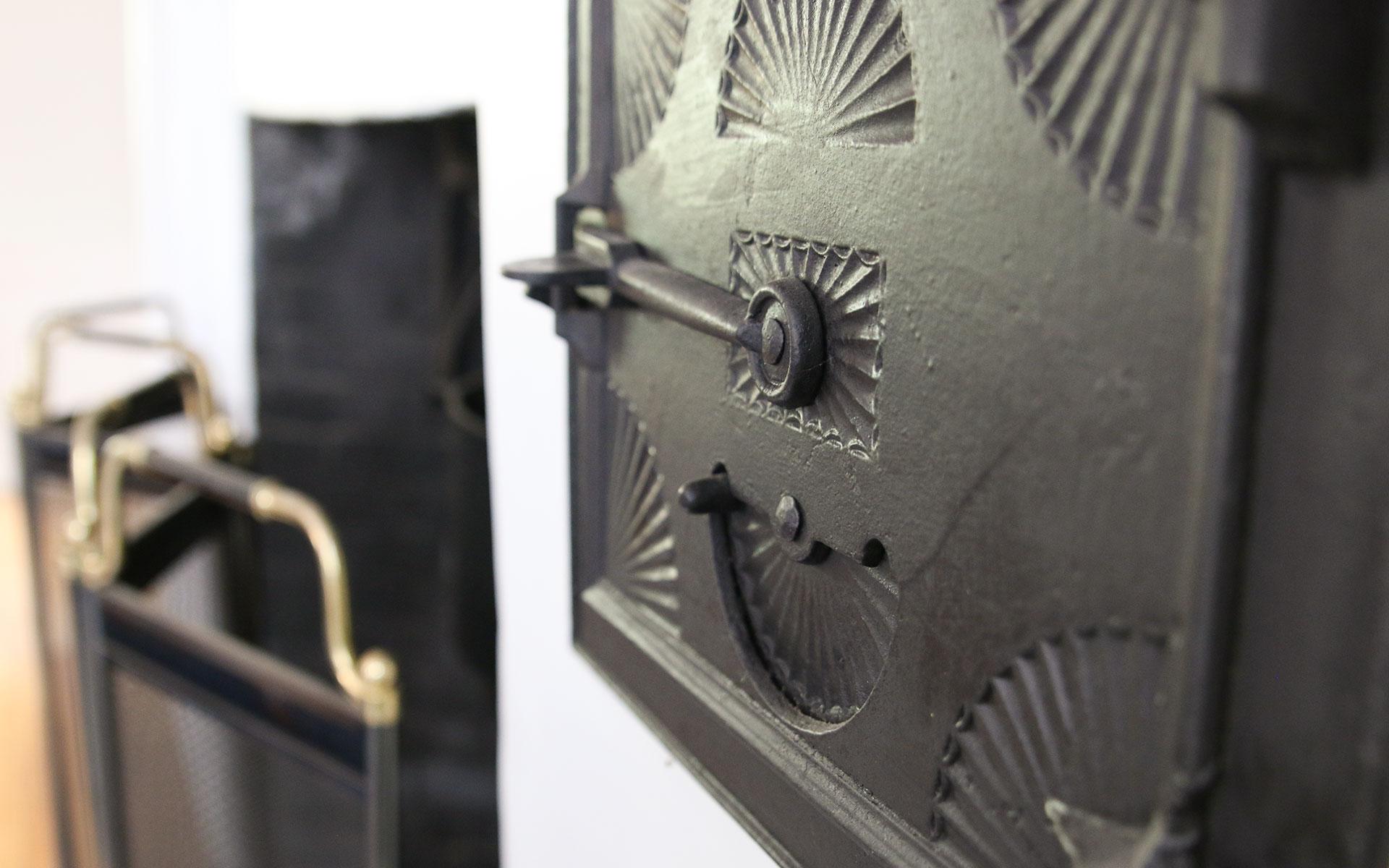 Iron-detail-near-fireplace_IMG_7619.jpg