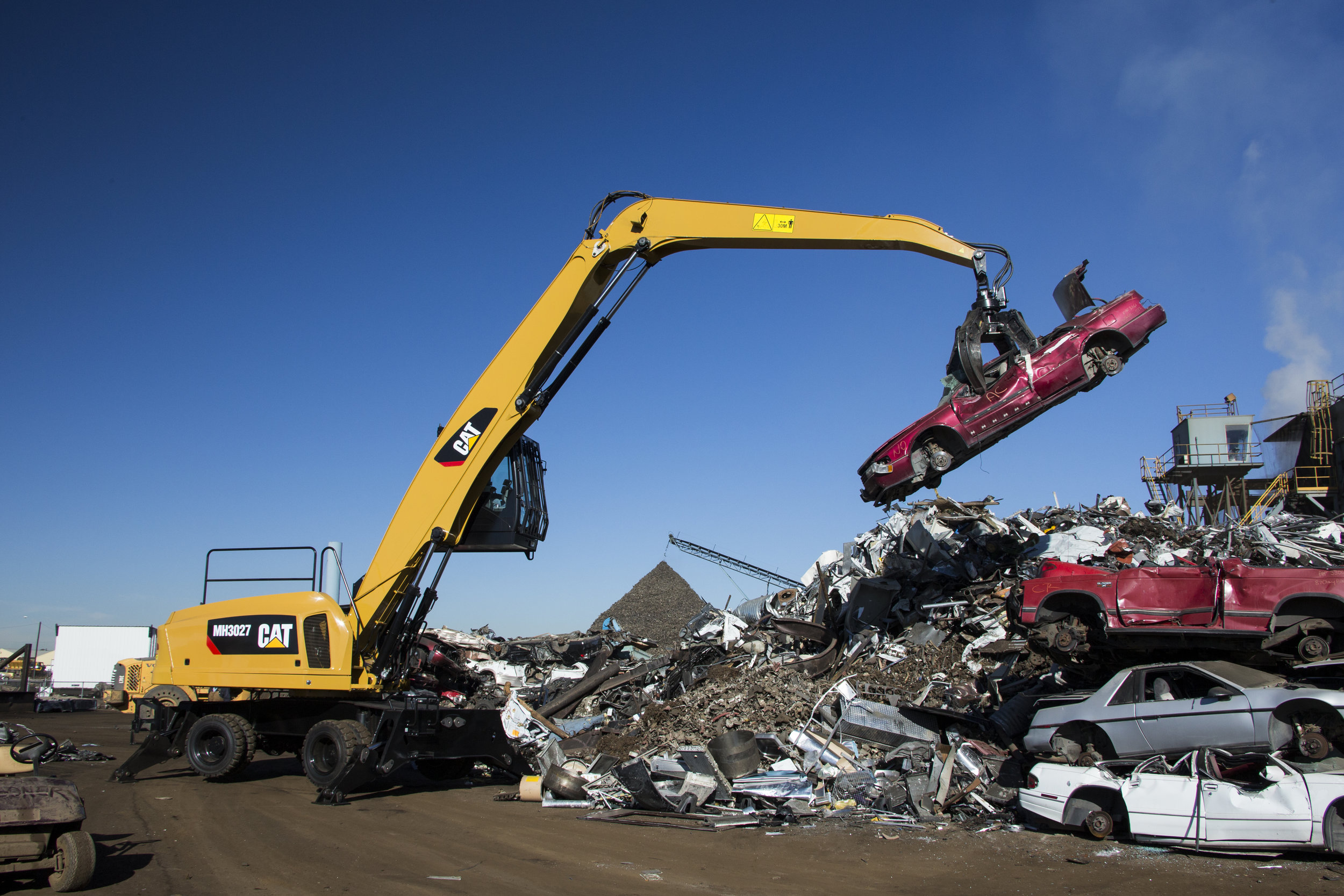 CAT MH3027 - A WHOLE NEW LOOK FOR SCRAP HANDLING