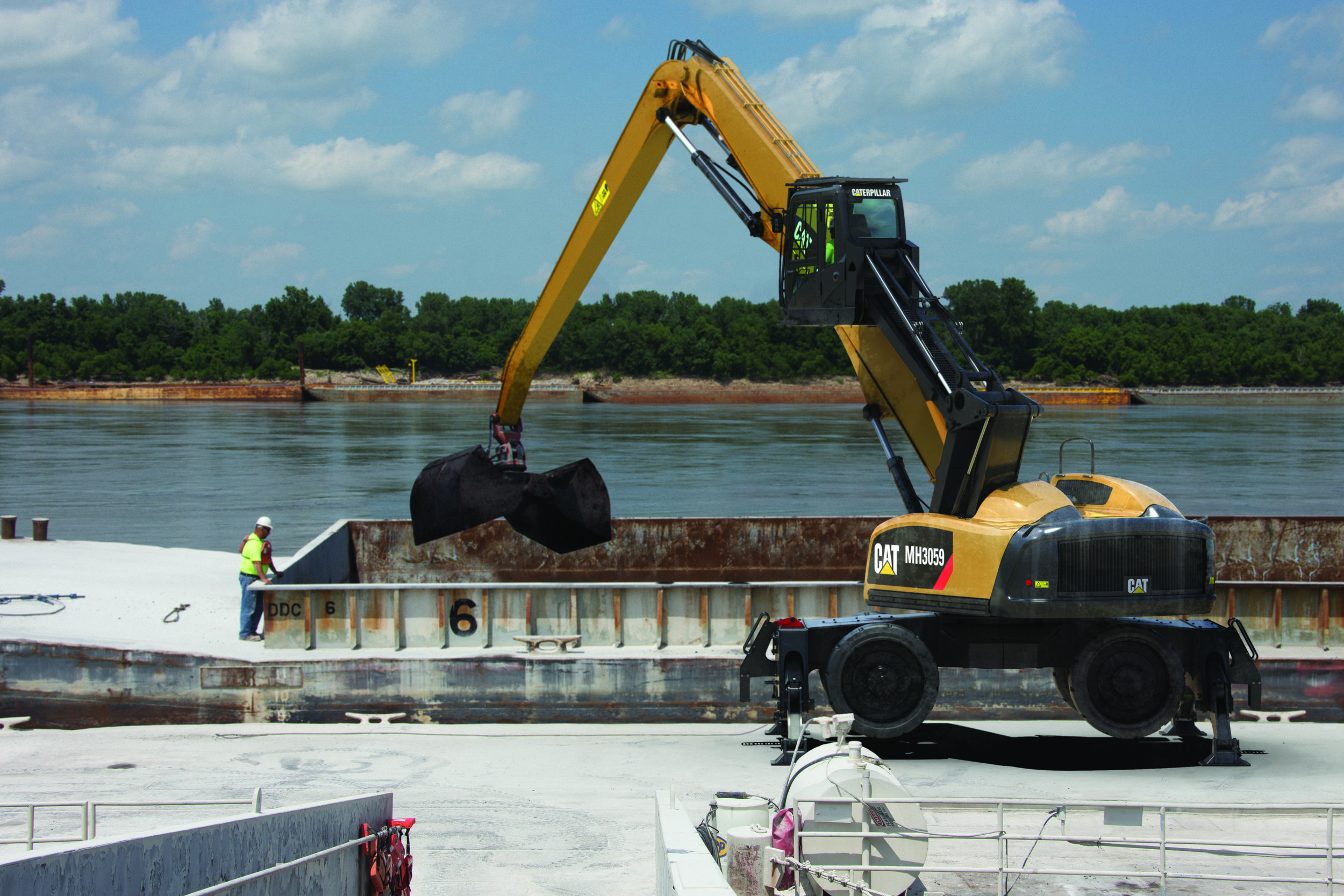 MH3059 Barge Unloading Image 1.jpg
