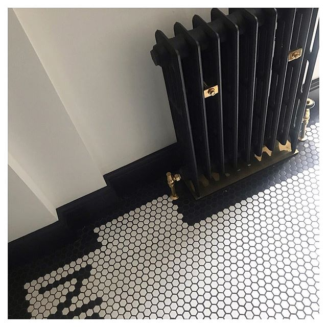Loving the 'graphic' black border contrasting with the white honeycomb tiles, adding a touch of the 20's to this hallway. . . #ihavethisthingwithtiles  #tiles #interiordesign #decor #home #living #interior #decorate #decorating #homedecor #tiling #castironradiator #radiator #hallwaydecor #hall