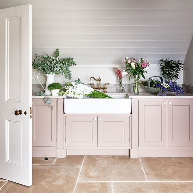 Repost from @farrowandball using  #DeadSalmon, a subtle shade whose name refers to the flat or 'dead' finish of an aged pink painted at Kedleston Hall in 1805, creates the most subtle and serene of environments. It has been used to great effect by @simshilditch on the cabinets in this beautiful utility room, along with our newest neutral #SchoolHouseWhite on the woodwork. #FarrowandBall . . . . #paint #ihavethisthingwithcolor #propainter #decor #interiors #interiordecorating #design #homedesign #homedecor #living #kitchendesign #kitchendecor