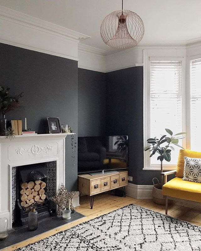 Bring some cosy into your home @farrowandball - An intimate little corner made even cosier by a few coats of our signature #DownPipe. #FarrowandBall . . . . #livingroomdecor #livingroomdesign #propainter #ihavethisthingwithcolor #victorianhouse #decor #decorationideas #homedesign #designerdeinteriores 📸by @thehouse_that_jen_built