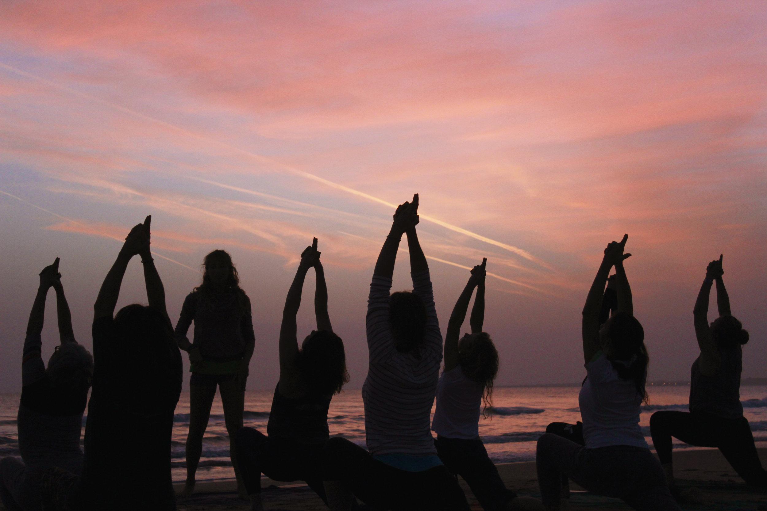 yoga_sillouethe.jpg