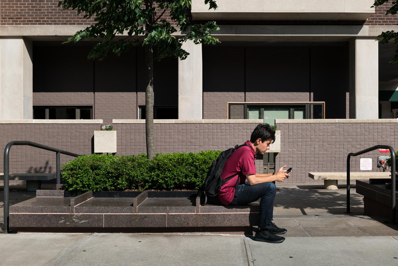 DeniseLaurinaitisNewYorkCityStreetPhotographerBenchRedGreen.jpg