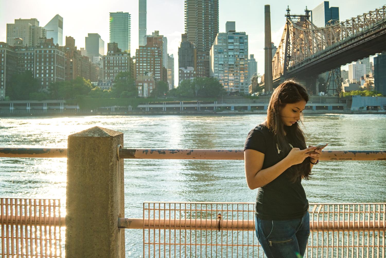 DeniseLaurinaitisNewYorkCityStreetPhotographerIPhoneBridgeWater.jpg