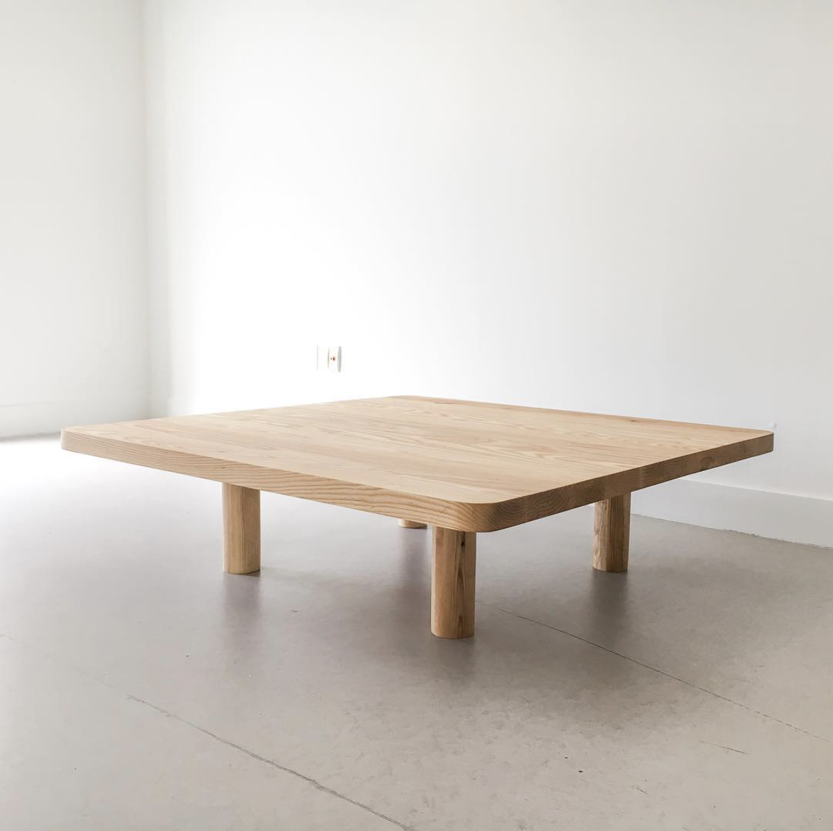 CUSTOM TABLE (IN COLLABORATION WITH WORKROOM)  CUSTOMIZABLE AND AVAILABLE IN DIFFERENT WOOD FINISHES