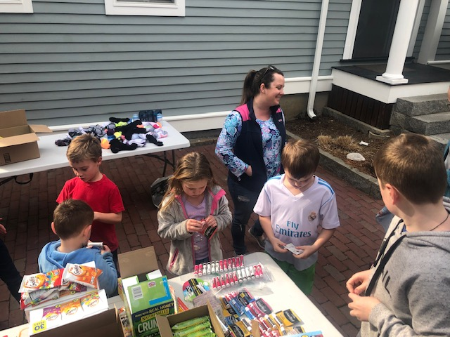 kids assembling street kits.jpg