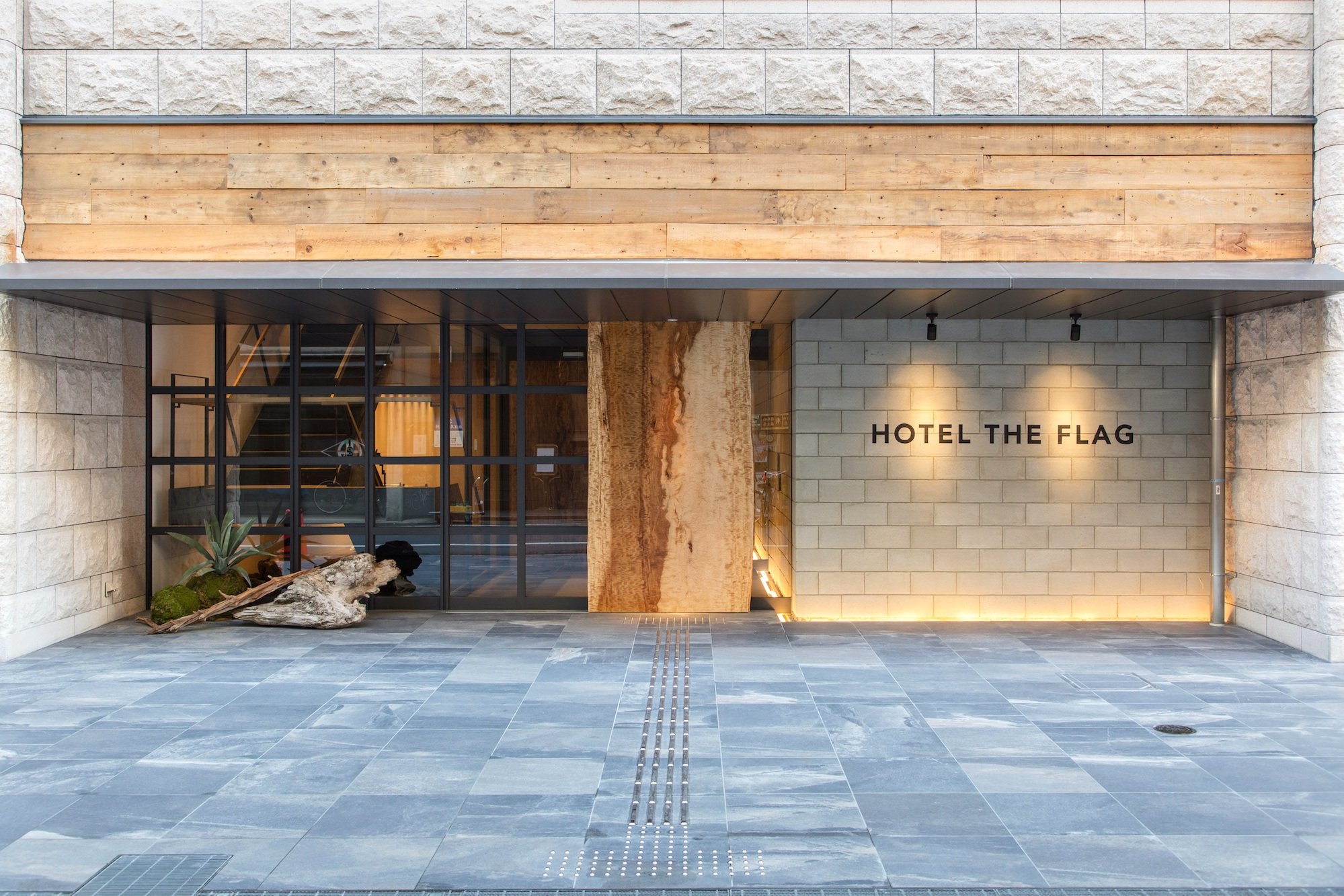 Hotel+The+Flag+Outside.jpg