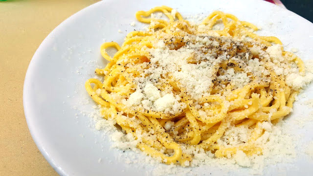 to-eat-in-italy---fresh-cacio-e-pepe.jpg