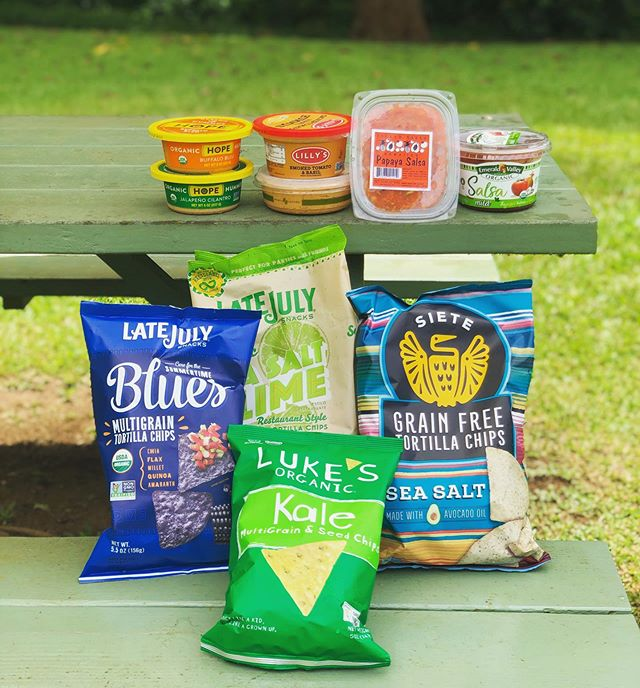Beach day dips! Wether it's a jump in the ocean, or salsa & chips, we love dips!! The perfect quick beach day snack for everyone! Get your salsa, hummus, & more dips @healthyhutkauai (some are even house made) #seeyouatthehut