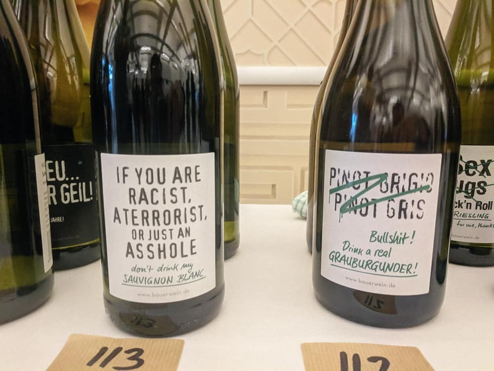 These labels definitely stood out at the Red Squirrel tasting last week. Thankfully, they're not style and no substance. The Sauvignon was crisp and grassy. The Pinot Gris was lemony and aromatic and under £10. Incredible value to be had there.   Winemaker:  @emilbauerwines  Merchant:  @redsquirrelwine    #pfalz   #germanwine   #pfalzwine   #sauvignonblanc   #whitewine  #pinotgris   #redsquirrelwine   #germany