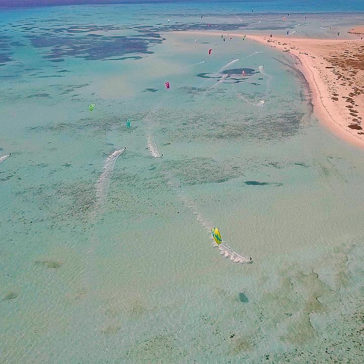 kitesurfing kite safari in egypt with lessons and wind season