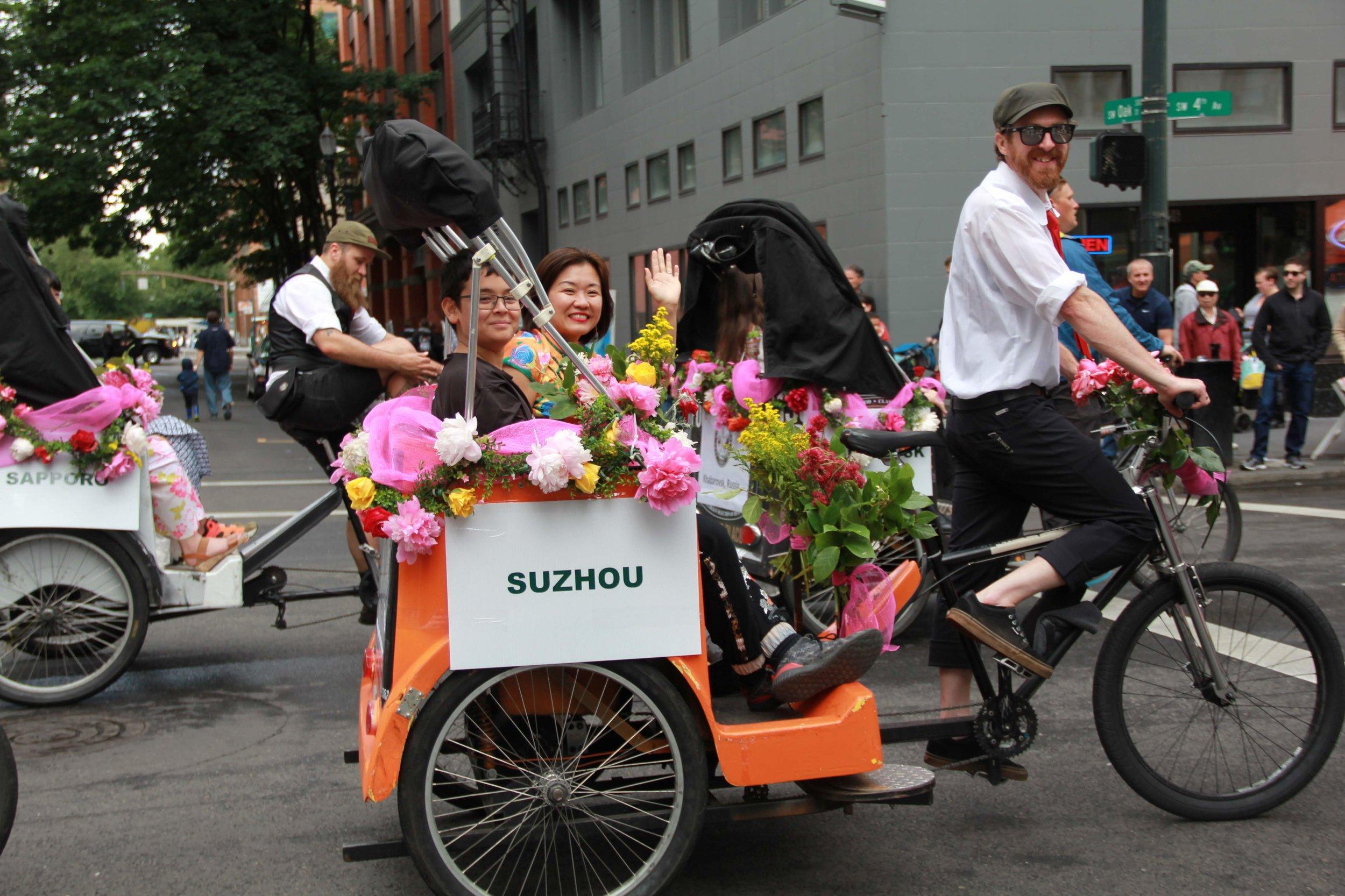 Jean-Li-Son-Grand-Floral-Parade.jpg