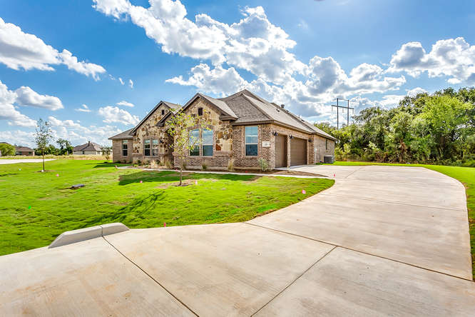 285 Odell St Cleburne TX 76033-small-003-007-Odell Ct3-666x444-72dpi.jpg
