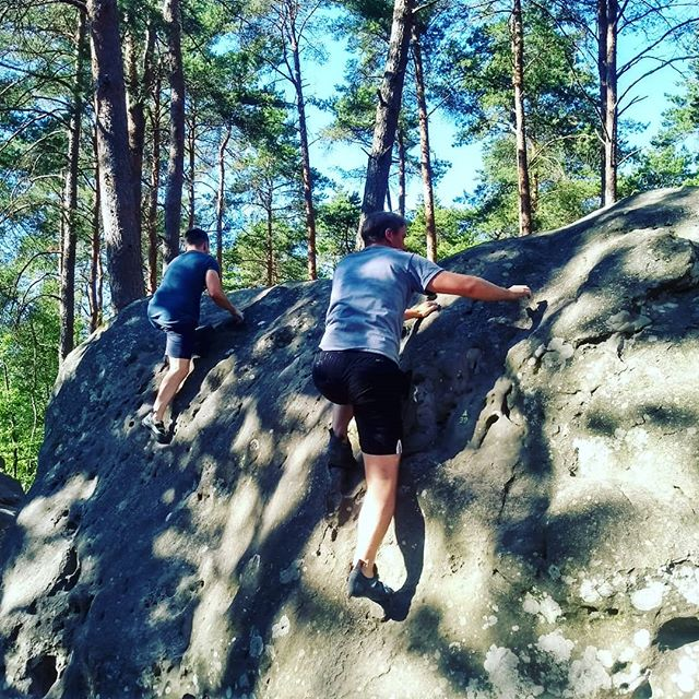First ascents yesterday during a thorough introduction to bouldering outside.  Mantling, spotting and downclimbing were all new techniques that will be put to the test throughout the weekend.  Amazing weather and lots of ticks already; this is just the beginning... #chalkuptravel #fontfirsttimers #boulderingoutside @hw_boulder