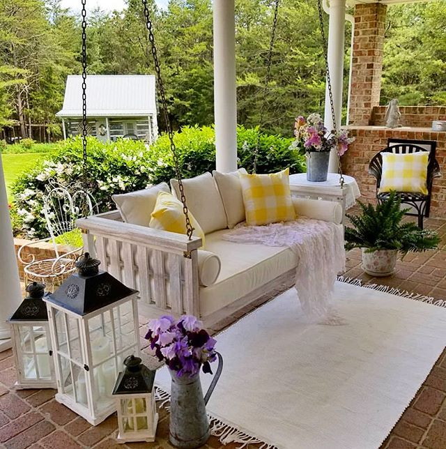 The most perfect outdoor space for a hot summer day. @happydaysfarm , we admire your style! 🌸 . . . #tilly #loveyourlandscape #online #remotedesign #landscapedesign #landscape_love #landscapedesigner #landscapearchitect #backyard #yard #plantsmakepeoplehappy #flowerstagram #greenthumb #curbappeal #porch #porchswing