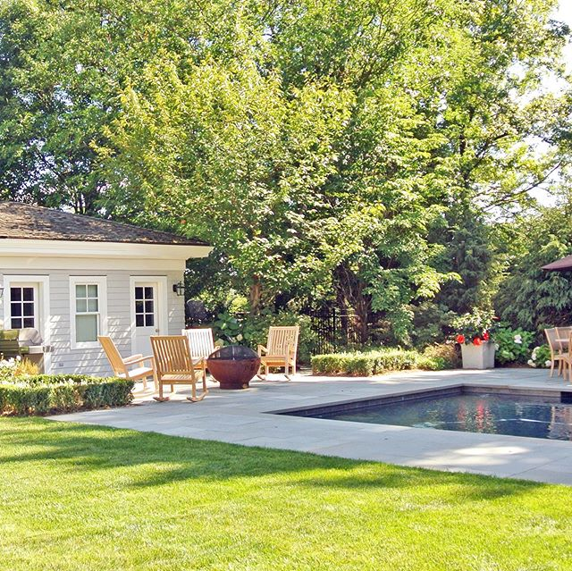 Clean lines and a relaxing vibe at this beautiful backyard created by a Tilly designer 💚 . . . #tillydesign #loveyourlandscape #online #remotedesign #landscapedesign #landscape_love #landscapearchitect #backyard #yard #plantsofinstagram #plantsplantsplants #greenthumb #plantstagram #planters #august #summerheat #heatwave #pool #poolside #firepit