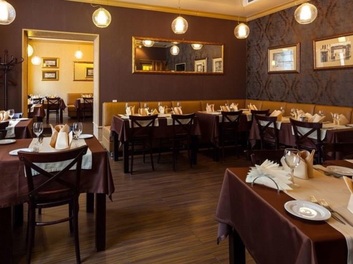 Nevsky_Grand_Restaurant.jpg